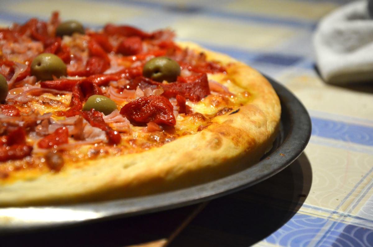 jamon-aceitunas-pizza