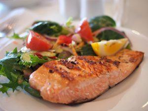 Receta con aceitunas negras y salmón