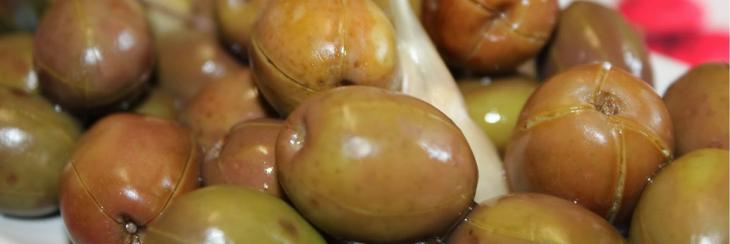 ¿Cómo se curan las aceitunas en agua?
