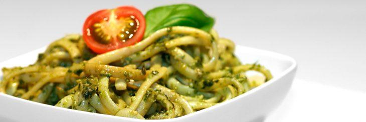 Espaguetis con pesto de aceitunas